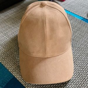 H&M's suede baseball style hat - like new